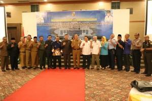 Foto Bersama Forkopimda Kota Pekanbaru pada acara Musrenbang Perubahan RPJMD Kota Pekanbaru Tahun 2017-2022